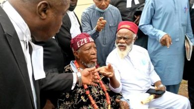 Photo of Nnamdi Kanu Trial: Security operatives prevent Ezeife, lawyers, Igbo elders from entering Courtroom